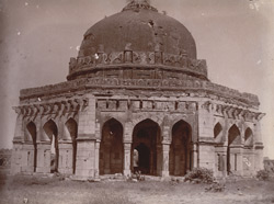 General view of Sikander Lodi's Tomb, Delhi. 1003904